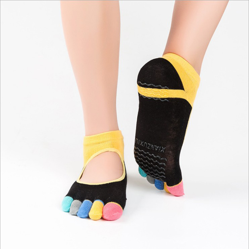 New Breathable Anti-friction Women Yoga Socks Silicone Non Slip Pilates Barre Breathable Sports Dance Socks Slippers With Grips