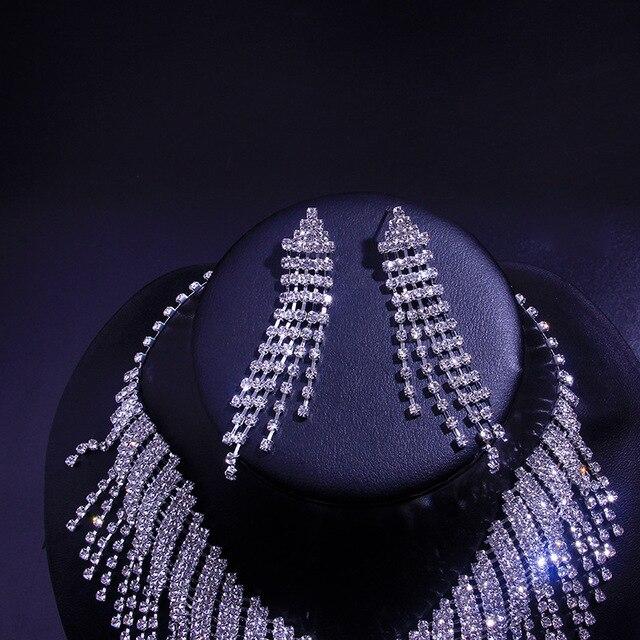 A moda conjunto de jóias de zircão redondo para 2021 é um conjunto de brincos e colar de jóias femininas 4