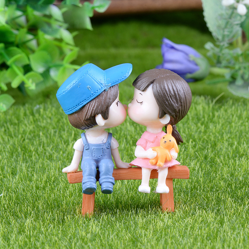 3Pcs Lovers Figurines Miniatures DIY Ornament Garden Sweety Couple On Chair Micro Landscape Resin Crafts Dollhouse Miniature