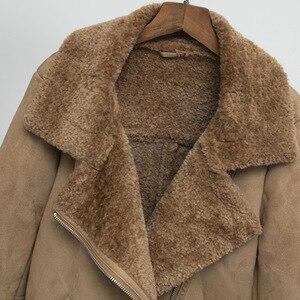 Image 5 - Kobiety zamszowa kurtka futro luźny, gruby ciepły płaszcz ze sztucznej skóry owczej nowe zimowe motocyklowe futro jagnięce jedna kobieta futro kurtka odzież wierzchnia