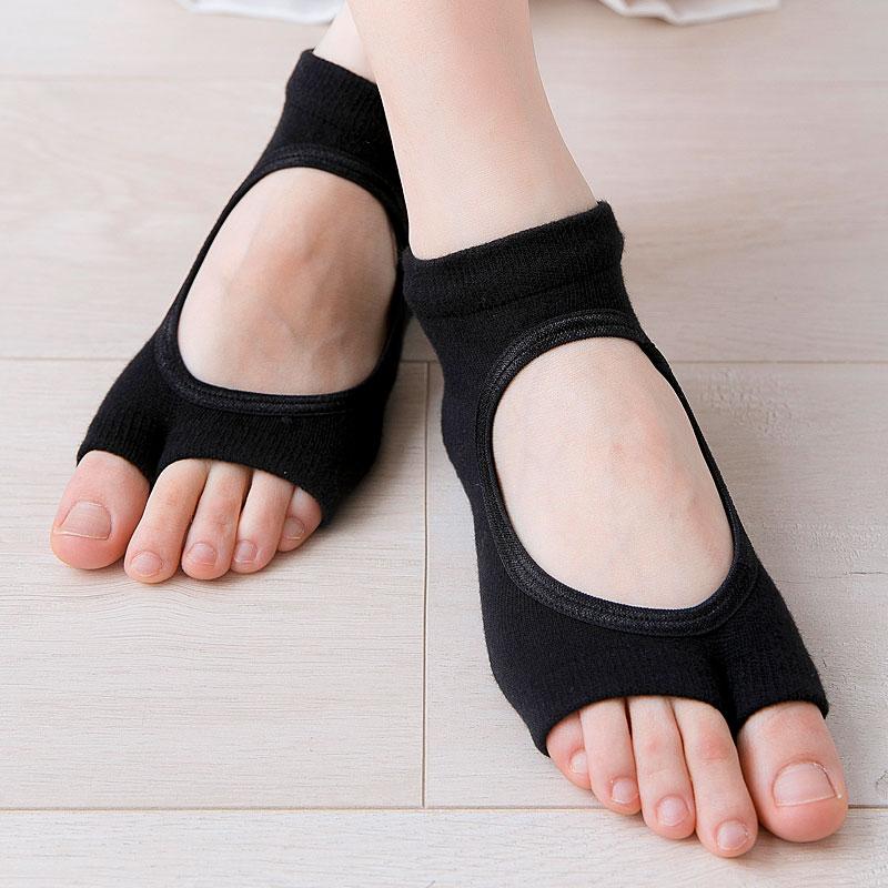New Women Anti Slip Yoga Socks Two Toe Sport Cotton Pilates Sock Ventilation Quick-Dry Ballet Professiona Dance Sock Slippers
