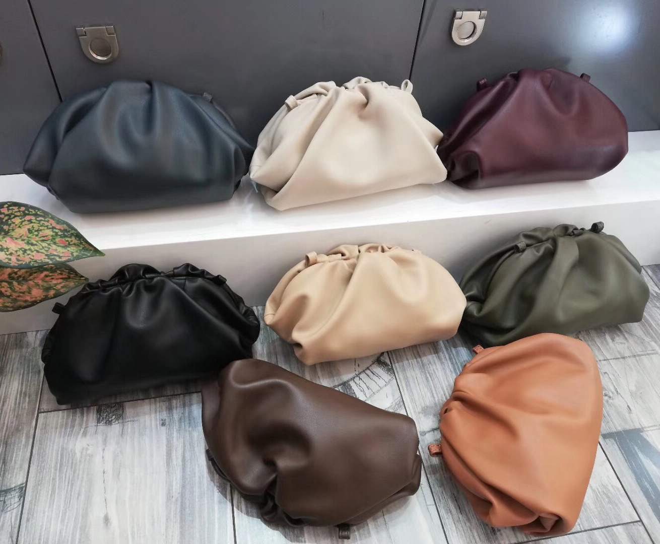 2020 Famous Designer Cloudy Clutches Bag for Women Cow Genuine Leather Luxury Pleated Dumpling Bag High Qualit Handbag