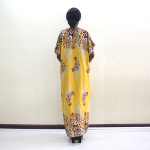 Image 2 - 2019 Newest Arrivals Fashion African Dashiki Gold Pure Cotton Flower Print Plus Size Casual Women Dress With Scarf