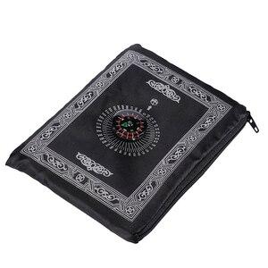Image 1 - Przenośna wodoodporna muzułmańska mata do modlitwy dywan z kompasem wzór Vintage islamska Eid dekoracja prezent kieszonkowy rozmiar torba na suwak w stylu