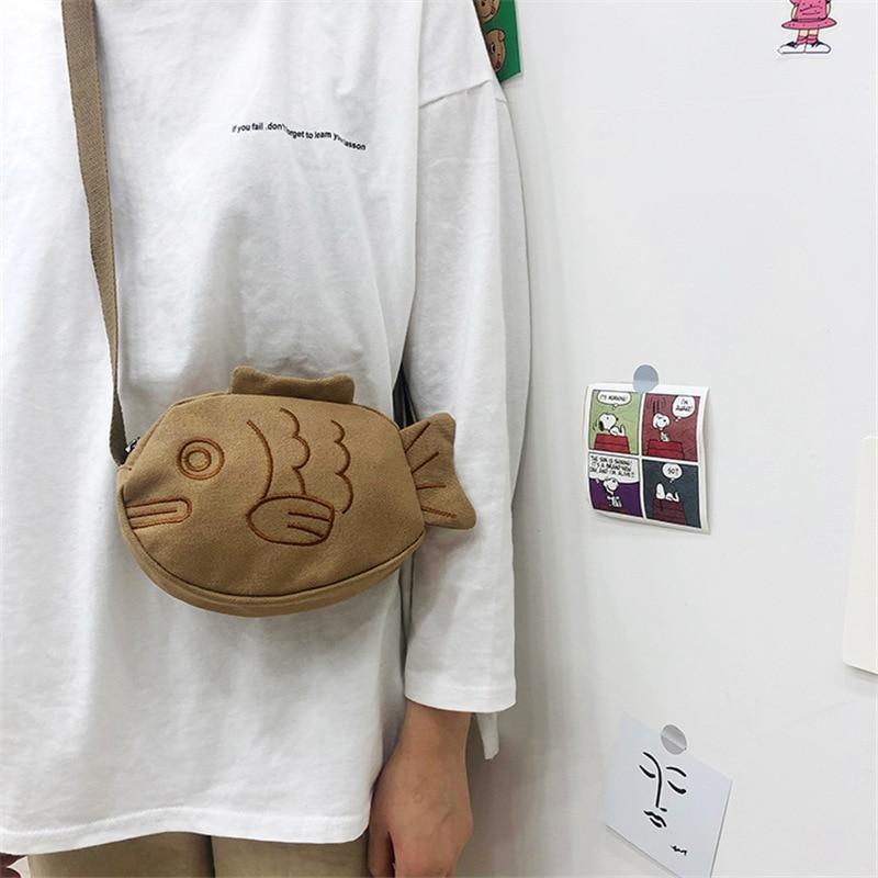 2020 Japanese Creative Cute Cartoon Ugly Cute Little Fish Canvas Messenger Bag Girl Soft Cute Embroidery Messenger Bags Shopper