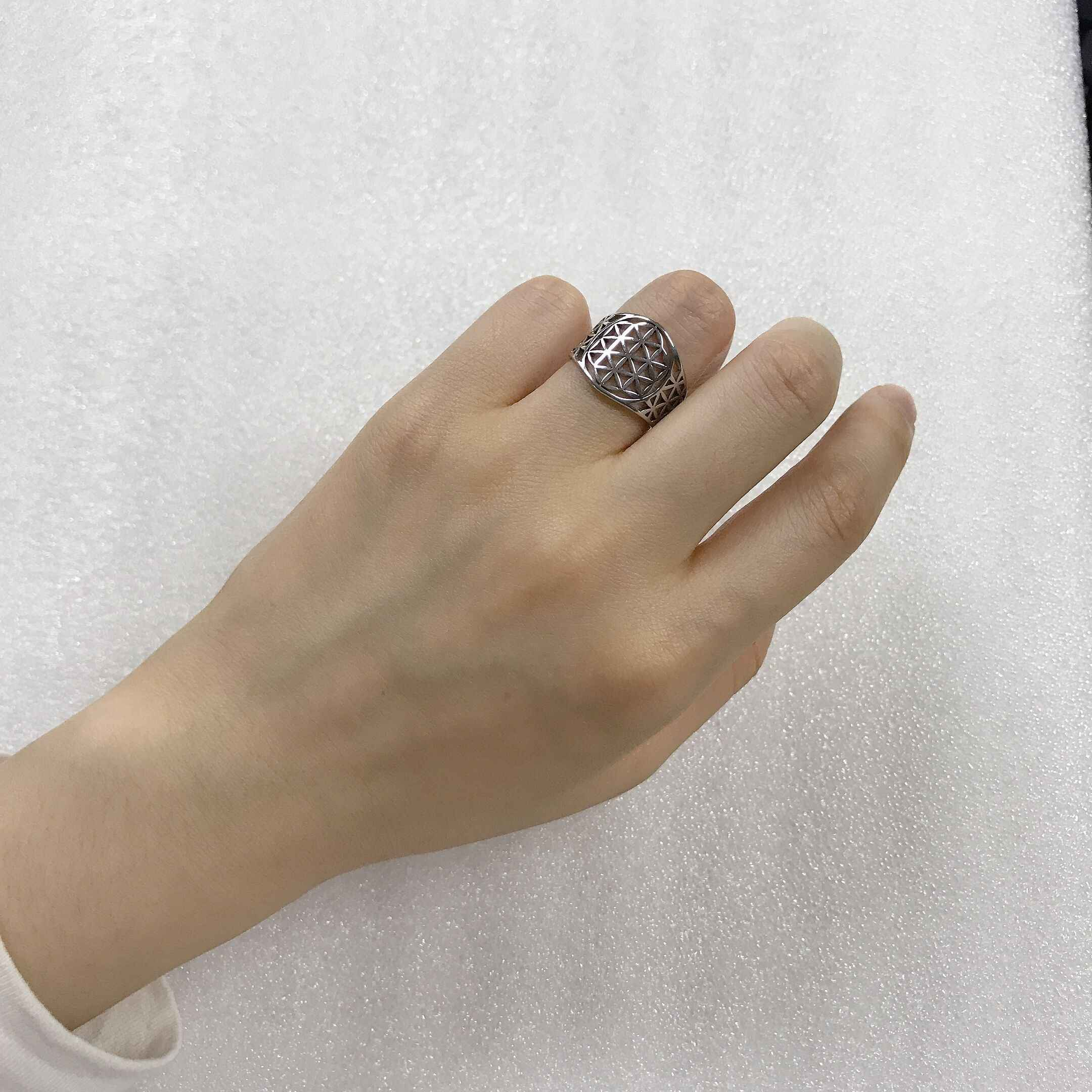 Uniftแปลกสไตล์Openworkดอกไม้ชีวิตแหวนสแตนเลสTrendy Wiccaเครื่องประดับสำหรับสตรี