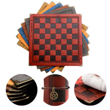 Tabuleiro de xadrez 8 cores design em relevo couro jogo de mesa portátil universal luxo cavaleiro xadrez intelectual brinquedo competitivo presente