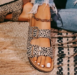Image 1 - 2020 גביש חיצוני חוף סנדלי קיץ כפכפים נשים בלינג גבירותיי פתוח הבוהן נוחות להחליק אישה נעלי צבעים בוהקים קוברה