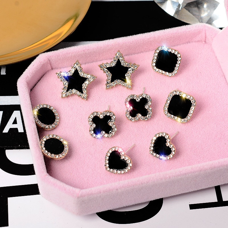 2020 New Personality Clover Earrings Female Korean Temperament Fashion Classic Wild Personality Slimming Earrings Whol