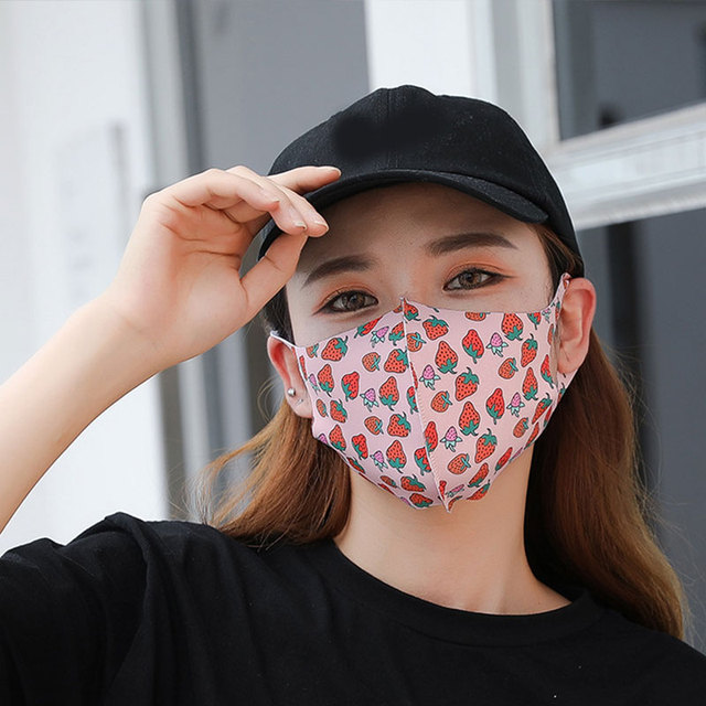 Strawberry Pattern Ice Silk Fabric Womens Mask for Sun Trendy Fashion Printing Mouth Face Masks Solid Mouth-muffle Unisex Korean 2