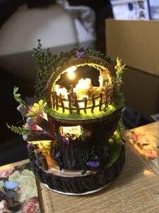 Image 2 - יער עץ Totoro DIY בובת בית עיצוב הבית בעבודת יד קריקטורה ערכת מיניאטורות בית הרכבת צעצועי בובות מתנת צעצוע