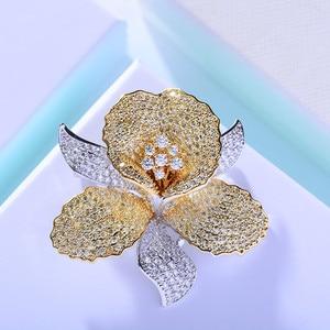 Image 4 - Luksusowe AAA cyrkon Rhinestone kwiat broszka Christmas Pin w stylu Vintage kryształ orchidea szpilki i broszki dla kobiet akcesoria biżuteria