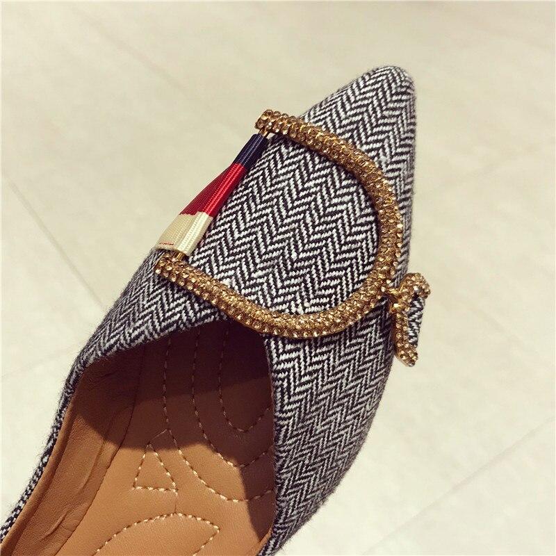 mulher confortável dedo do pé apontado sapatos
