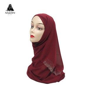 Image 2 - Новинка, популярный шифоновый платок мусульманский, хиджаб, длинный платок с бриллиантами и жемчугом, малайзийская шаль