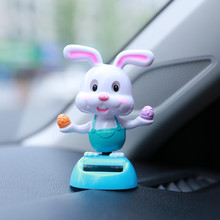 Ozdoba samochodu zasilana energią słoneczną zabawna poruszająca głową samochodzik dla dziecka akcesoria samochodowe parapet akcesoria samochodowe dekoracja wnętrz ornament tanie tanio RUNDONG AUTO ACCESSORIES Włókien z tworzyw sztucznych Auto interior Home decoration as pic 10 5X6X5 8cm car accessories interior