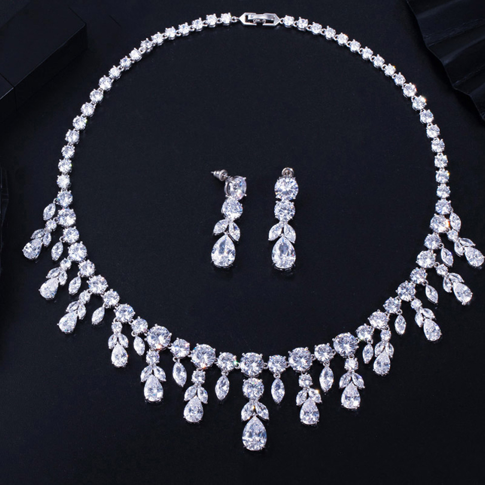 Image 4 - Trois grâces de luxe vert CZ pierre boucles doreilles collier  ensemble brillant grande longue goutte de mariage robe de mariée  ensemble de bijoux pour les femmes JS256Parure de bijoux pour mariée