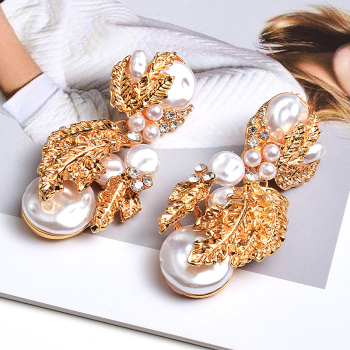 Pearl Flower-Shaped Crystal Studded Gold Earrings 1