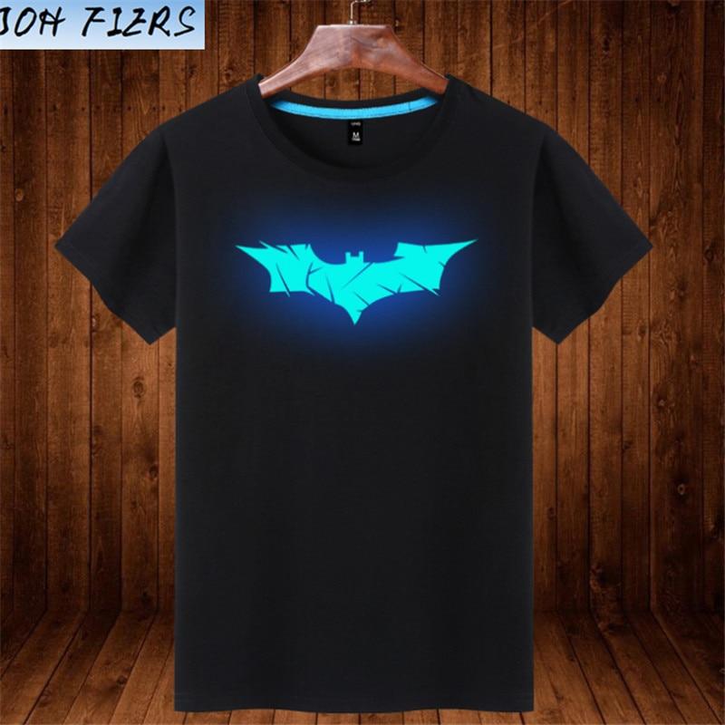 חולצה עם סמל עטלף באטמן זוהר בחושך בצבע כחול בהיר