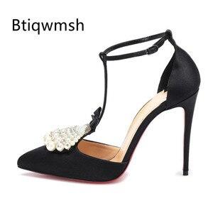 Босоножки с жемчугом; Женские черные атласные туфли на высоком каблуке 10 см с острым носком и бантом-бабочкой; Пикантная женская обувь для в...
