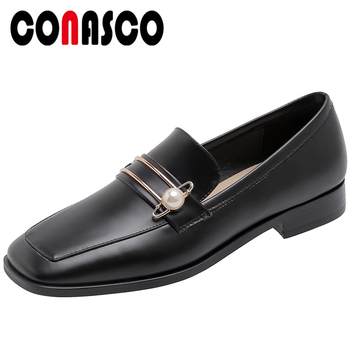 CONASCO Women Pumps Casual Patent Leather Pearl Metal Decoration Low Heels Square Toe Shoes 2020 Spring Summer New Shoes Woman