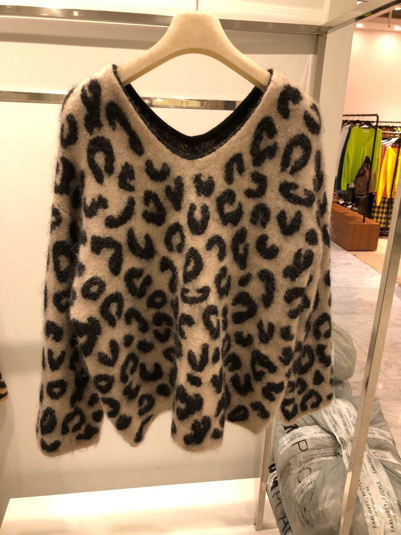 2019 Autumn Sweater New Women Retro Red V-Collar Leopard Turtleneck Pullovers V-Neck