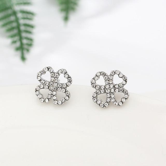 Simple Elegant Four-leaf Clover Shape Stud Earrings Silver Color Shining Zircon Wedding Fine Earrings As Women Brides Jewelry