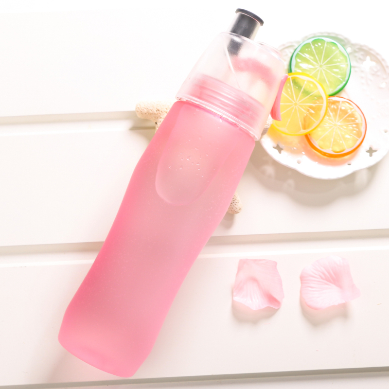 2020 New 740ml Spray Water Bottle Large Capacity Sport Cycling Gym Kettle My Drinking Bottles Shaker BPA Free