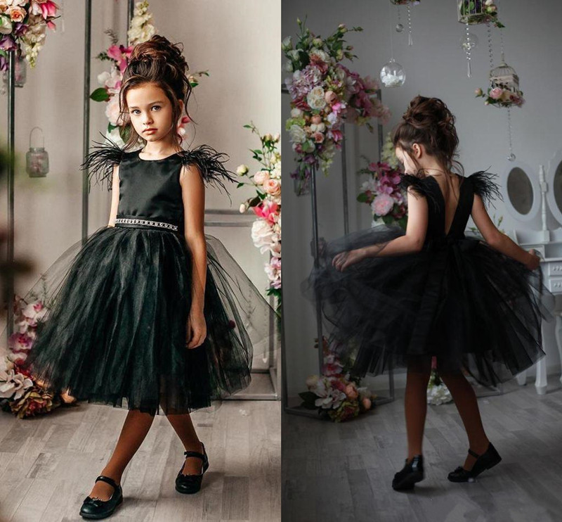 New Coming Black Knee Length Flower Girl Dress with Crystals Belt Feathers Backless Customized Formal Wears Kids Prom Dresses