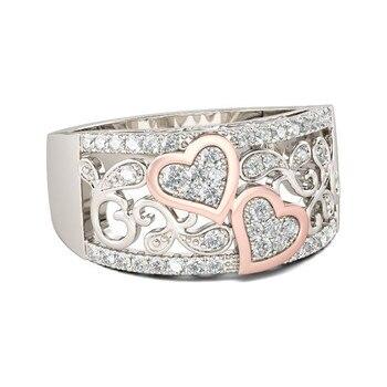 טבעת נישואין עם לבבות וקריסטלים