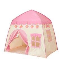 Детская палатка в помещении и замок на открытом воздухе для