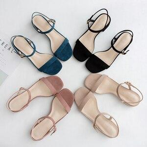 Image 1 - 2020 女性の夏のサンダルの靴女性フロックアンクルストラップスクエアハイヒールハイトかかとエレガントなカジュアルパーティー結婚式の靴の女性ポンプ