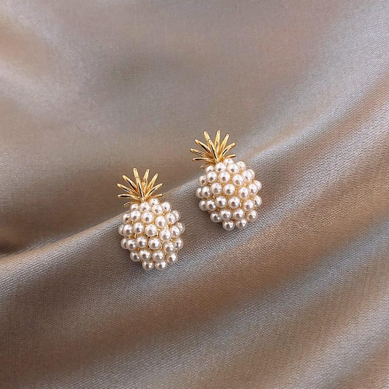New Arrival Geometric Pearl Women Classic  Stud Earrings Pineapple Pearl Earrings  Female  Fashion Earrings Female Jewelry