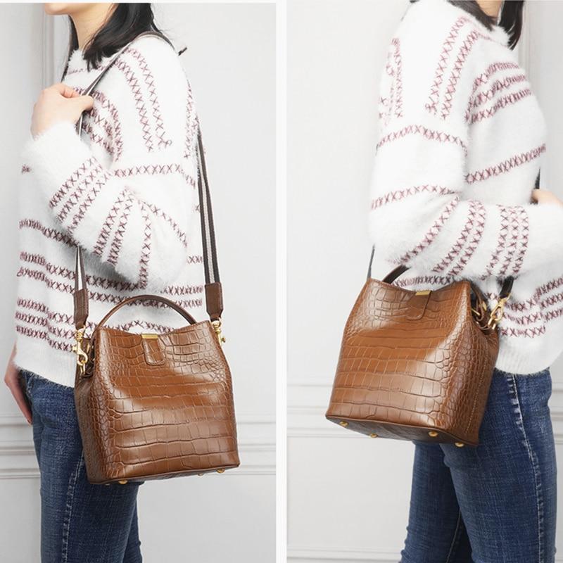 Bagaj ve Çantalar'ten Üstten Saplı Çanta'de Burminsa Kış Küçük Timsah Desen Kova omuz çantaları Kadın Hakiki deri çantalar Yüksek Kaliteli Bayan postacı çantası'da  Grup 3