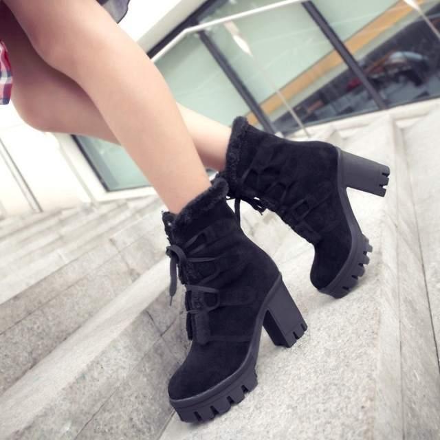 ae01.alicdn.com/kf/H300136ba836947adb2dcb6cc2208eecfy/Mulheres-outono-inverno-quente-botas-moda-rendas-plataforma-tornozelo-camur-a-botas-damenschuhe-chaussures-pour-femmes.jpg_640x640q70.jpg