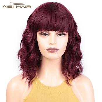 Jestem peruką krótkie syntetyczne czerwone włosy falowane peruki z grzywką dla kobiet sztuczne włosy czarne brązowe peruki Cosplay żaroodporne włosy tanie i dobre opinie I s a wig Wysokiej Temperatury Włókna Water wave Średnia wielkość