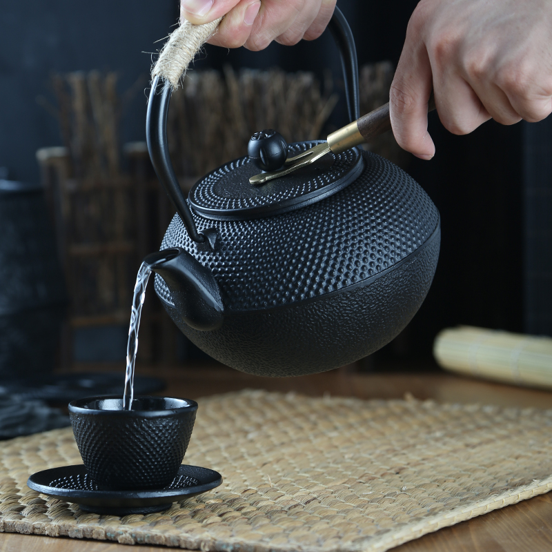 Japanese Iron Tea Pot With Stainless Steel Infuser Cast Iron Teapot Tea Kettle For Boiling Water Oolong Tea 300/600/1200ML