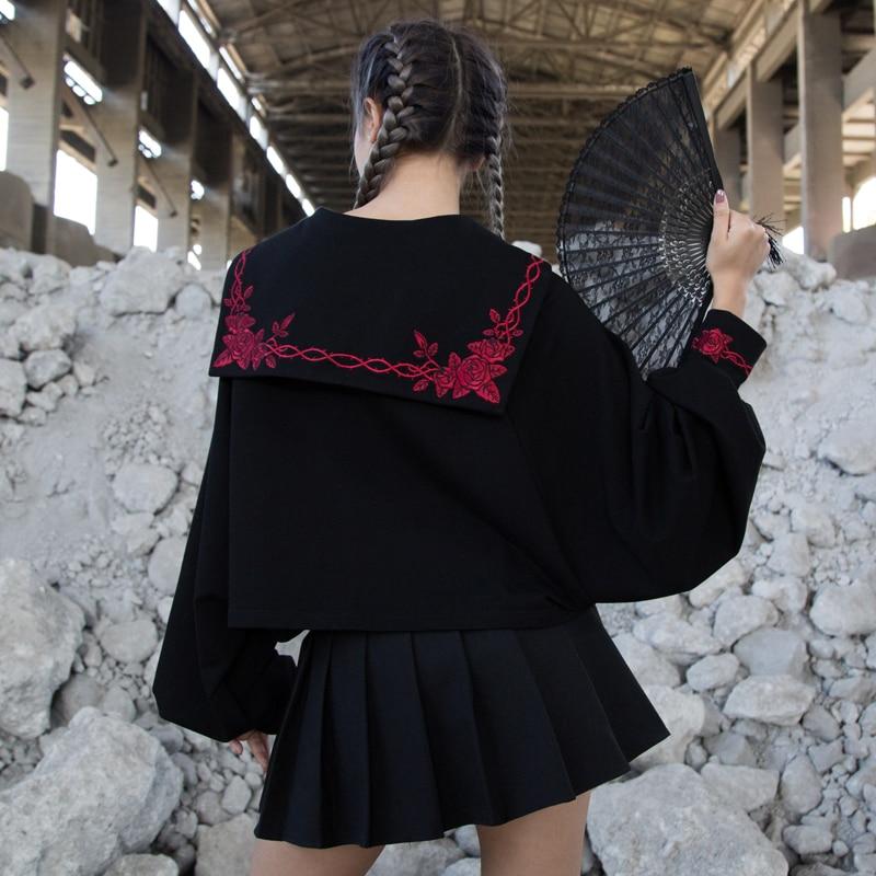 Harajuku Pullover Women Loose Black Sweatshirts Japanese Preppy Style Rose Thorns Embroidery Short Sweatshirt For Gothic Girl
