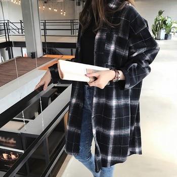 цена на Wholesale Women Autumn New Retro Loose Black & White Plaid Blouse Lapel Long Sleeve Casual Mid-Long Plaid Shirt Blouse