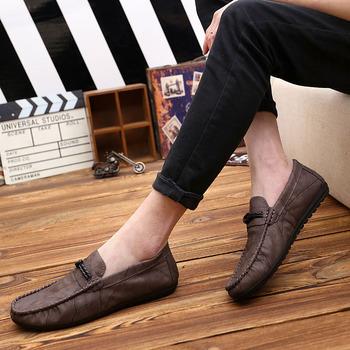 Buty wsuwane moda lekkie męskie buty wygodne mokasyny wsuwane płaskie buty oddychające buty na co dzień skórzane buty tanie i dobre opinie NoEnName_Null CN (pochodzenie) Na wiosnę jesień RUBBER Daily Dobrze pasuje do rozmiaru wybierz swój normalny rozmiar