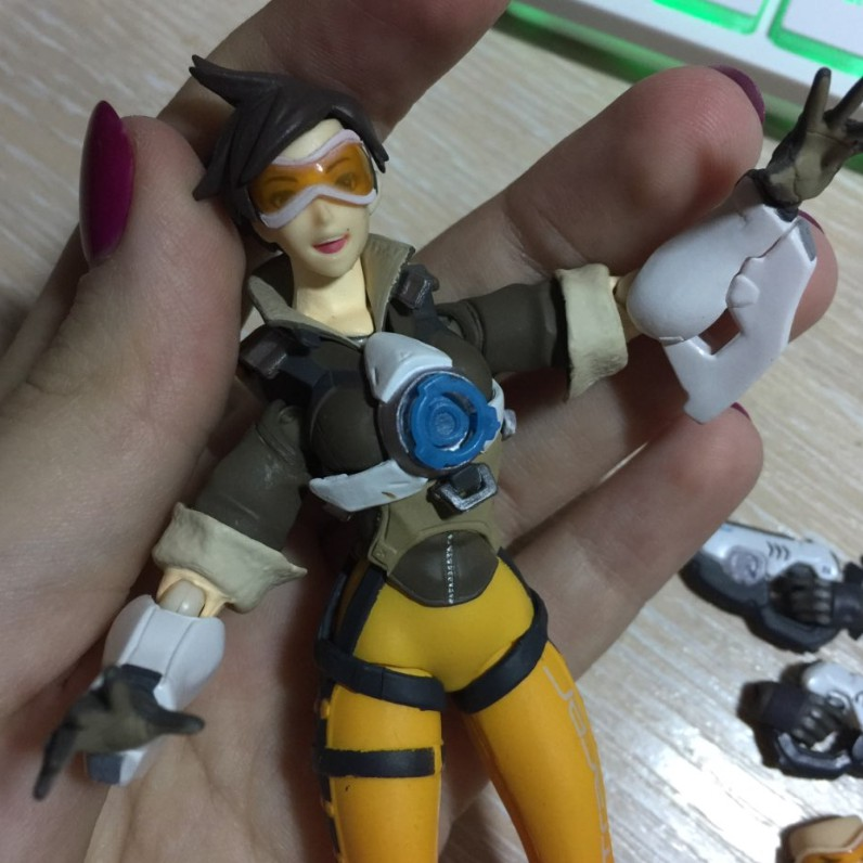 OW 352  Figma Game Character Tracer Action Figure Joint Movable Toy Figma Tracer Doll Xmas gift Figurines B19 1
