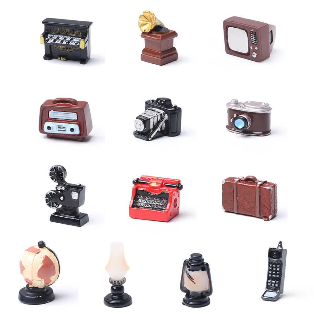 1PC Della Resina Retro Casa Delle Bambole Ornamenti Giocattolo Complementi Arredo Casa Telefono Mini Pianoforti Modello di TV Mobili Antichi Figurine FAI DA TE