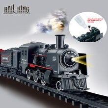A bateria operou o playset da locomotiva clássica da água do trem do transporte de mercadorias da estrada de ferro com simulação do fumo