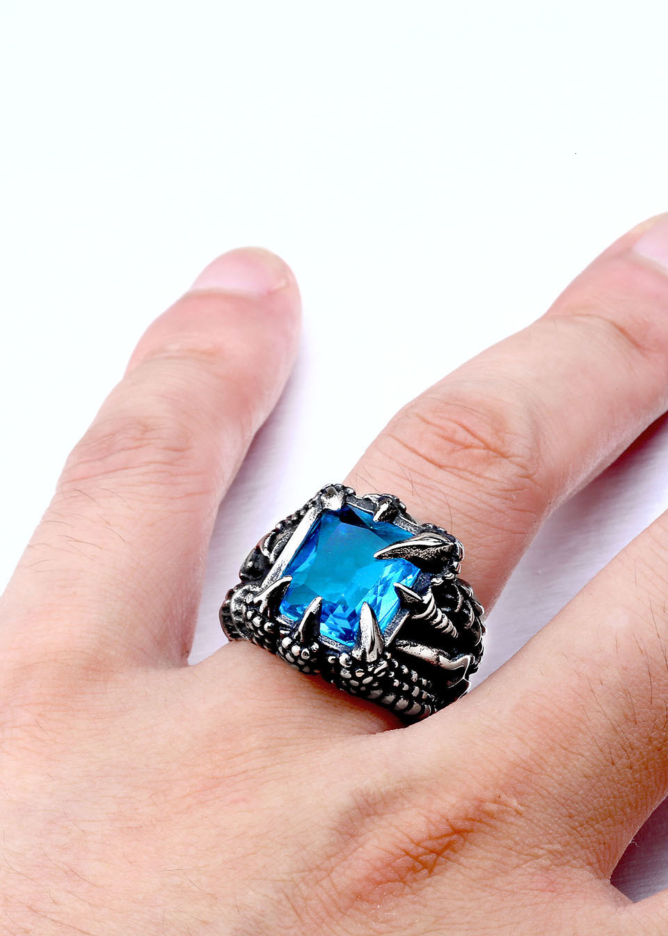 H306cf3fec77149aaa8ba001ded75fab5D - Paladin Dragon Claw Ring