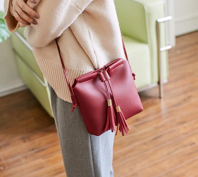 2019 free shipping BRITT New Ladies Bag, Hand-held Tassels and ladies'money explosion shoulder bag
