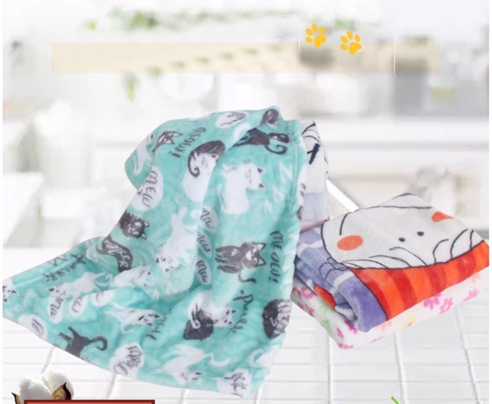 Pet blanket cat Sleeping Mat Coral Fleece Keep warm Blanket Small Medium Dogs Cats Sleeping Winter Dog Cat Bed Mats Pet Supplies 24