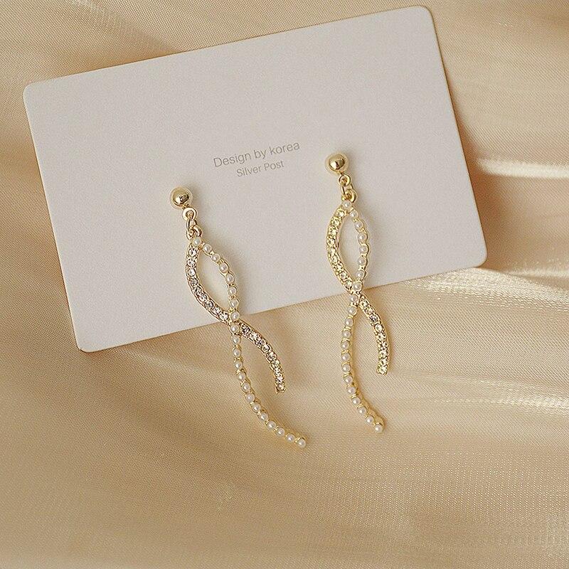 Korean Fasion Winding Twist Design Pearl Zircon Earring for Women Bohemia Elegant AAA Zirconia Stud Earring Wedding Jewelry