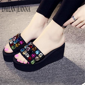 Image 4 - 2019 outside wear skid flat bottom slipper female version fashionable leisure slipper thick platform sweet beach woman shoes new