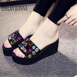 Image 4 - Zapatillas de suela plana para mujer, zapatos femeninos de suela plana, con plataforma gruesa, a la moda, para la playa, 2019