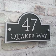 Индивидуальная номерная табличка для дома современный дом адрес