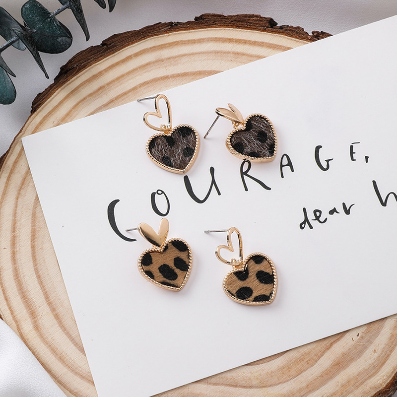 2020 New Silver Needle Hollow Out Metal Asymmetry Sweet Leopard Print Heart Drop Earrings For Girl Fashion Jewelry Accessories